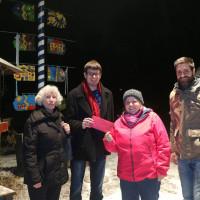 Die Mitglieder des SPD-Ortsverein Neuhausen unterstützen mit ihrer traditionellen Weihnachtsspende den Abenteuerspielplatz Neuhausen (ASP).